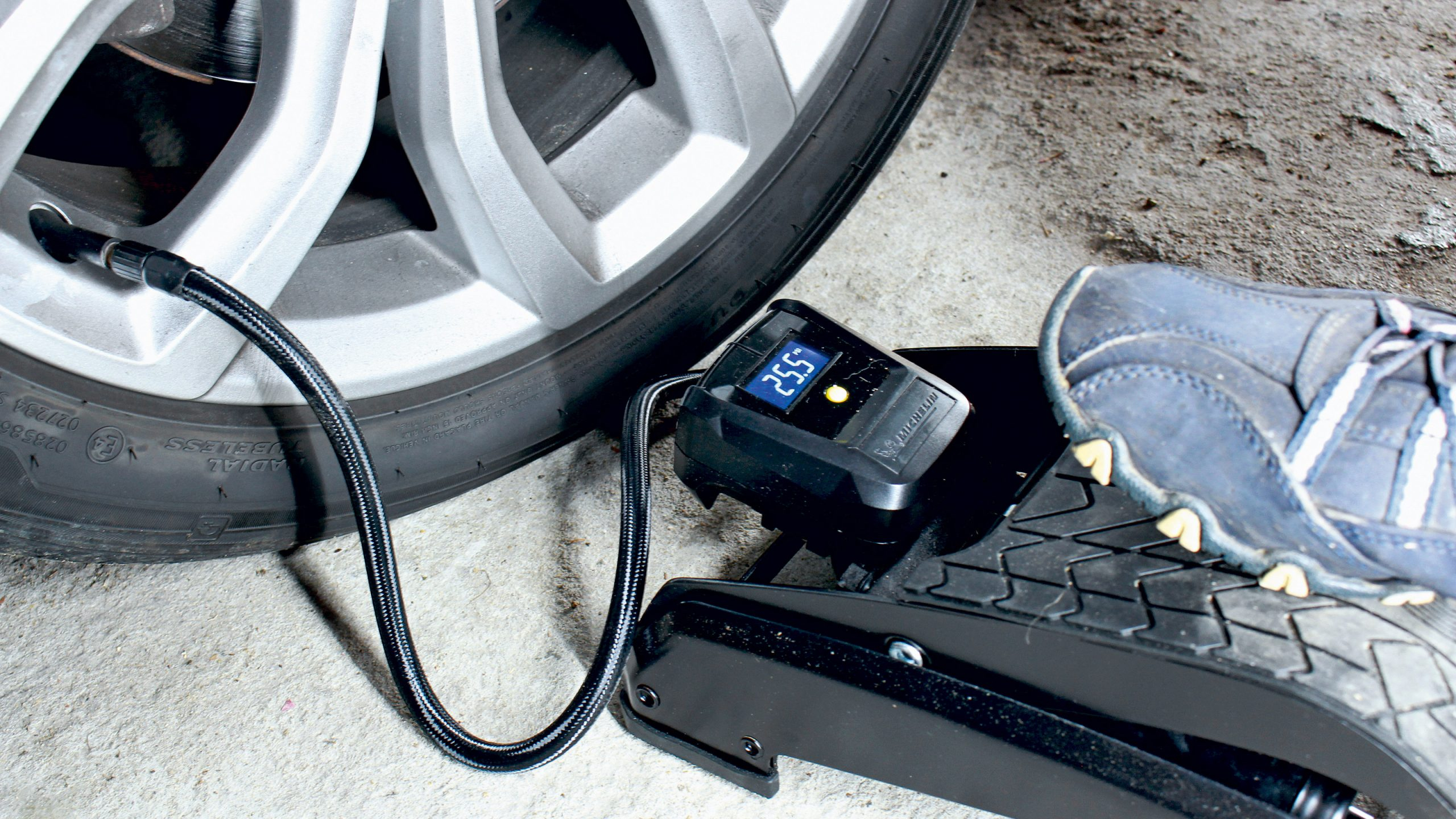 Does a car foot pump is essential safety accessory for you?