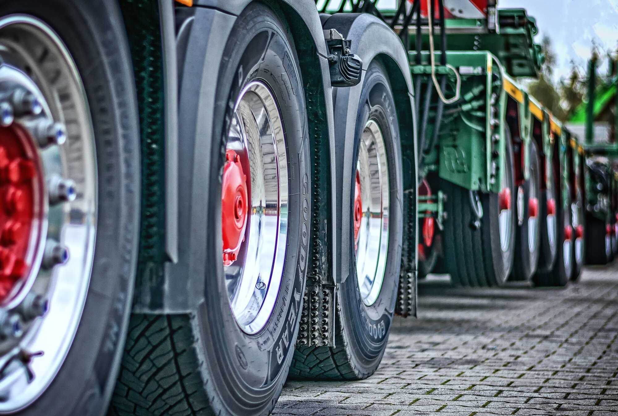 Keep Trucking: Find the Right Company for Roadside Assistance for Trucks